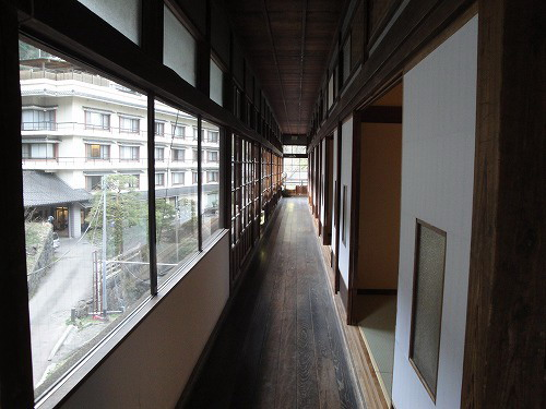 旧館廊下入り口.jpg