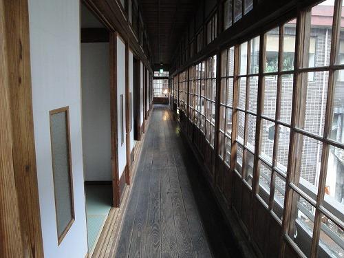 旧館廊下昼間.jpg
