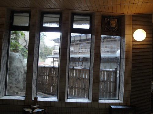 薬湯から旧館.jpg