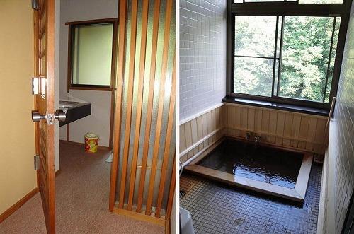 部屋風呂入り口.jpg